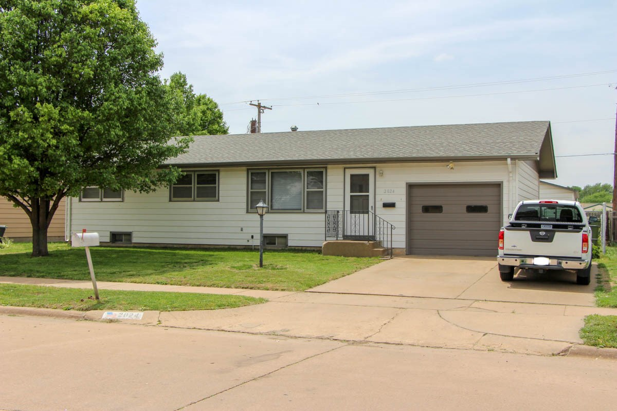 Residential Online-Only Auction for Salina, Kansas Home For Sale