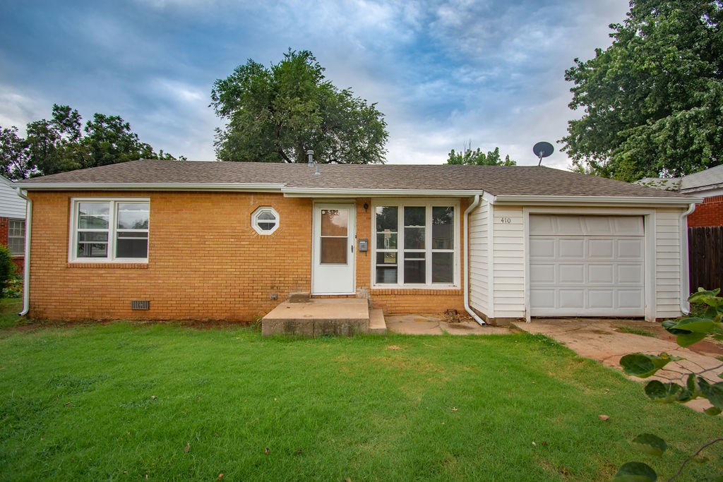 HOME FOR SALE IN ELK CITY WITH ORIGINAL HARD WOOD FLOORS