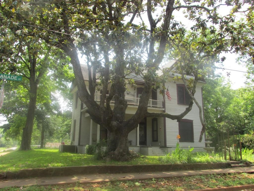 HISTORIC 2 STORY HOME FOR SALE IN PALESTINE TX CITY LIMITS