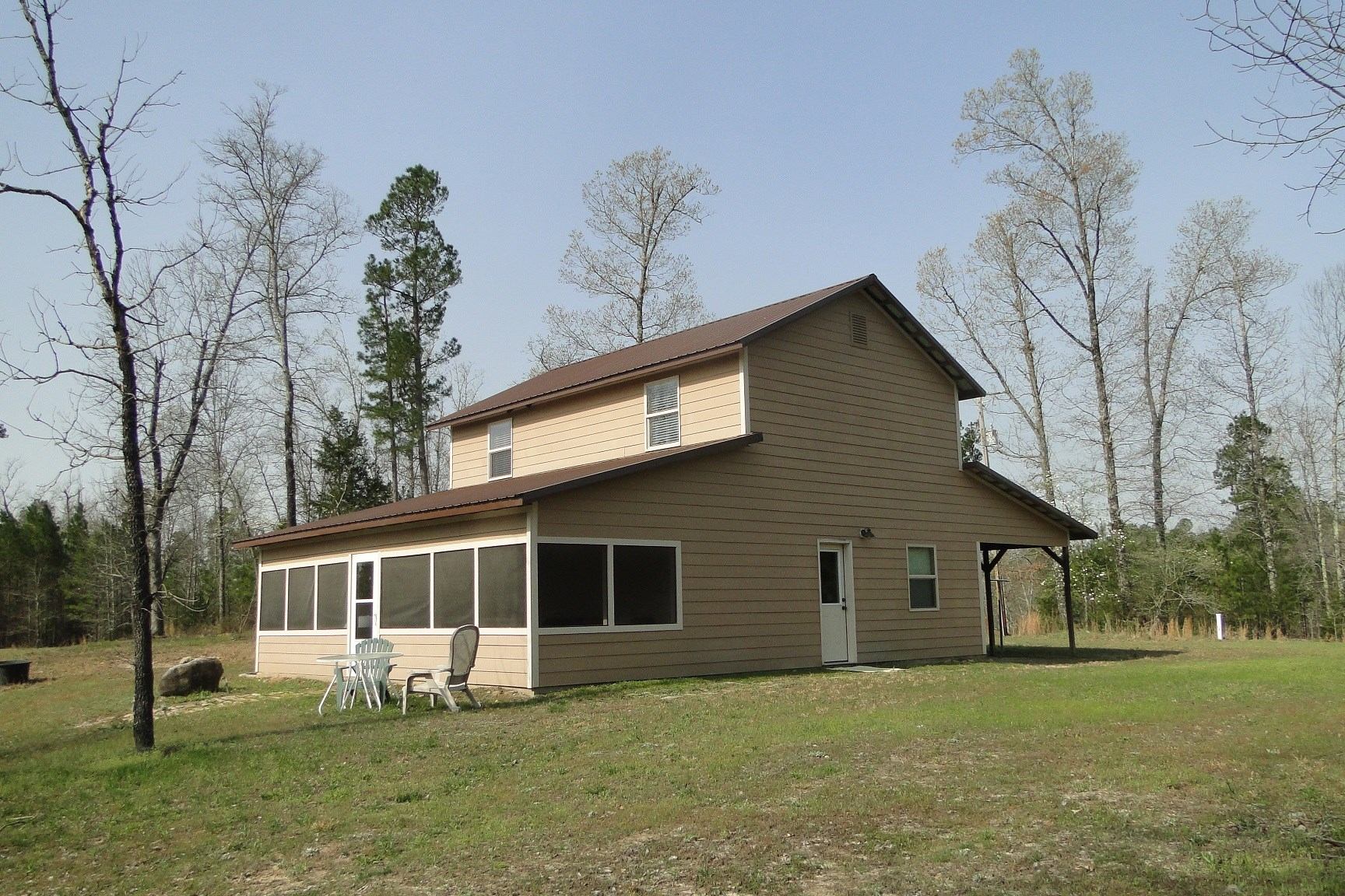 HOME FOR SALE WITH ACREAGE IN THE OZARK MOUNTAINS