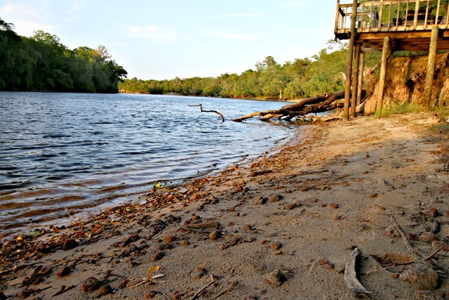 RIVERFRONT PROPERTY IN GILCHRIST COUNTY - Trenton, FL