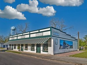 HISTORIC PROPERTY IN DOWNTOWN TRENTON FLORIDA - GILCHRIST CO