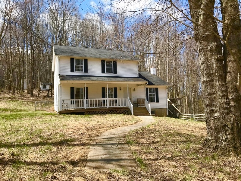 Home & Pasture For Sale in Floyd VA!
