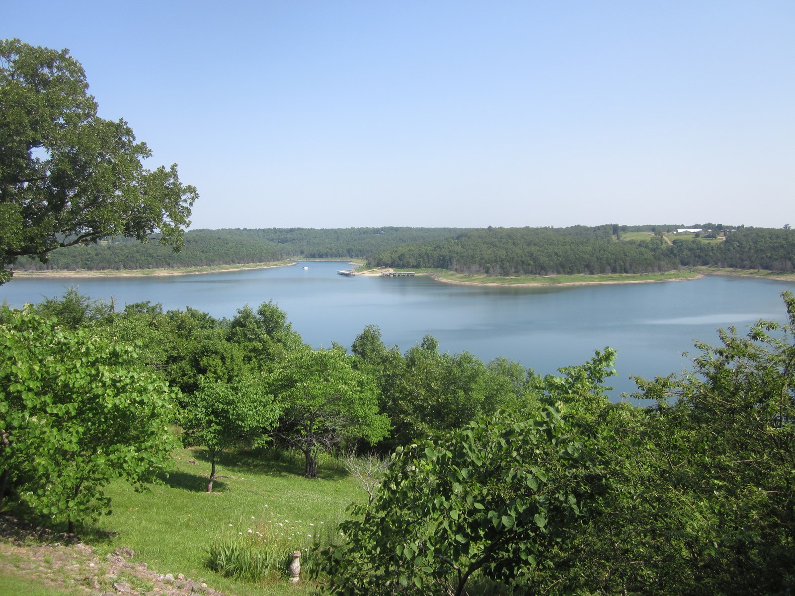 LAKEVIEW HOME FOR SALE BORDERING LAKE BULL SHOALS!