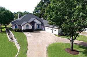 GOLF COURSE HOME IN GATED HOLLY LAKE RANCH, TEXAS