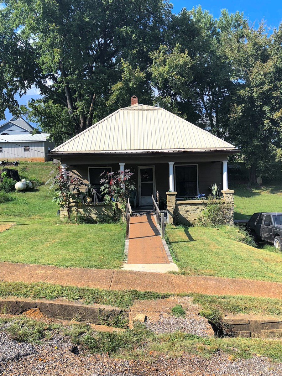 Home for sale in Town, Thayer, Mo