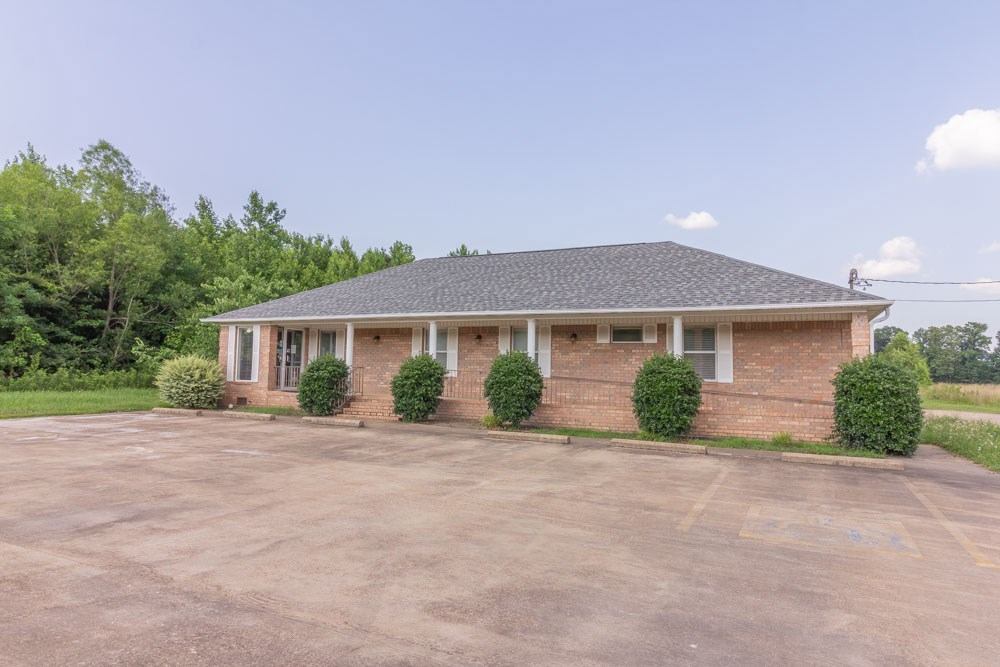 Commercial Building For Sale in Selmer, TN