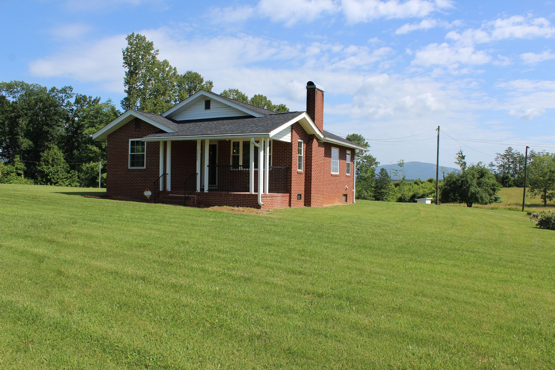 Home for sale in Mount Airy NC - home with acreage