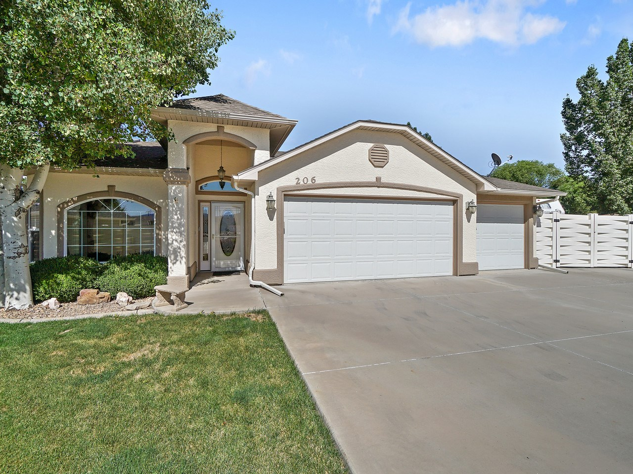Move-in ready stucco ranch home