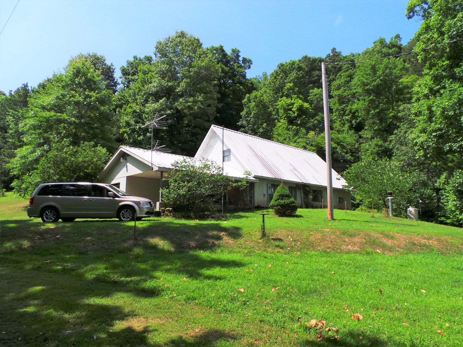 COUNTRY HOME WITH BIG SPRING/BLUFF FOR SALE