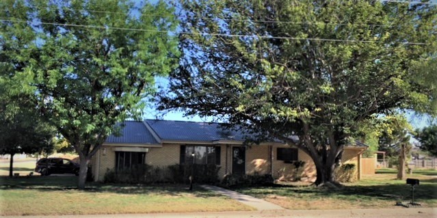 GREAT FAMILY HOME ON CORNER LOT ON ALMOST 1/2 ACRE.