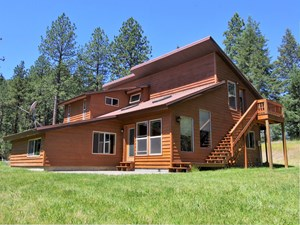 4 BEDROOM 2.5 BATH MAIN WITH GUEST HOUSE NESTLED IN PINES