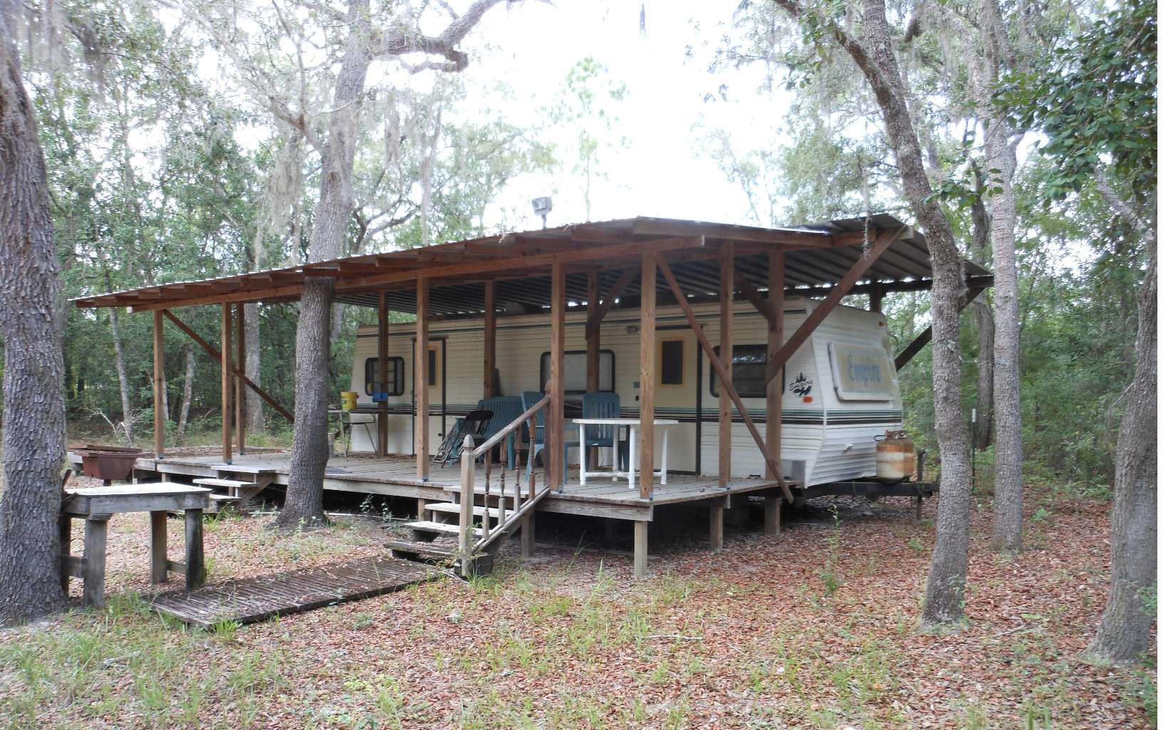 2 Acres with Camper on the Suwannee River!