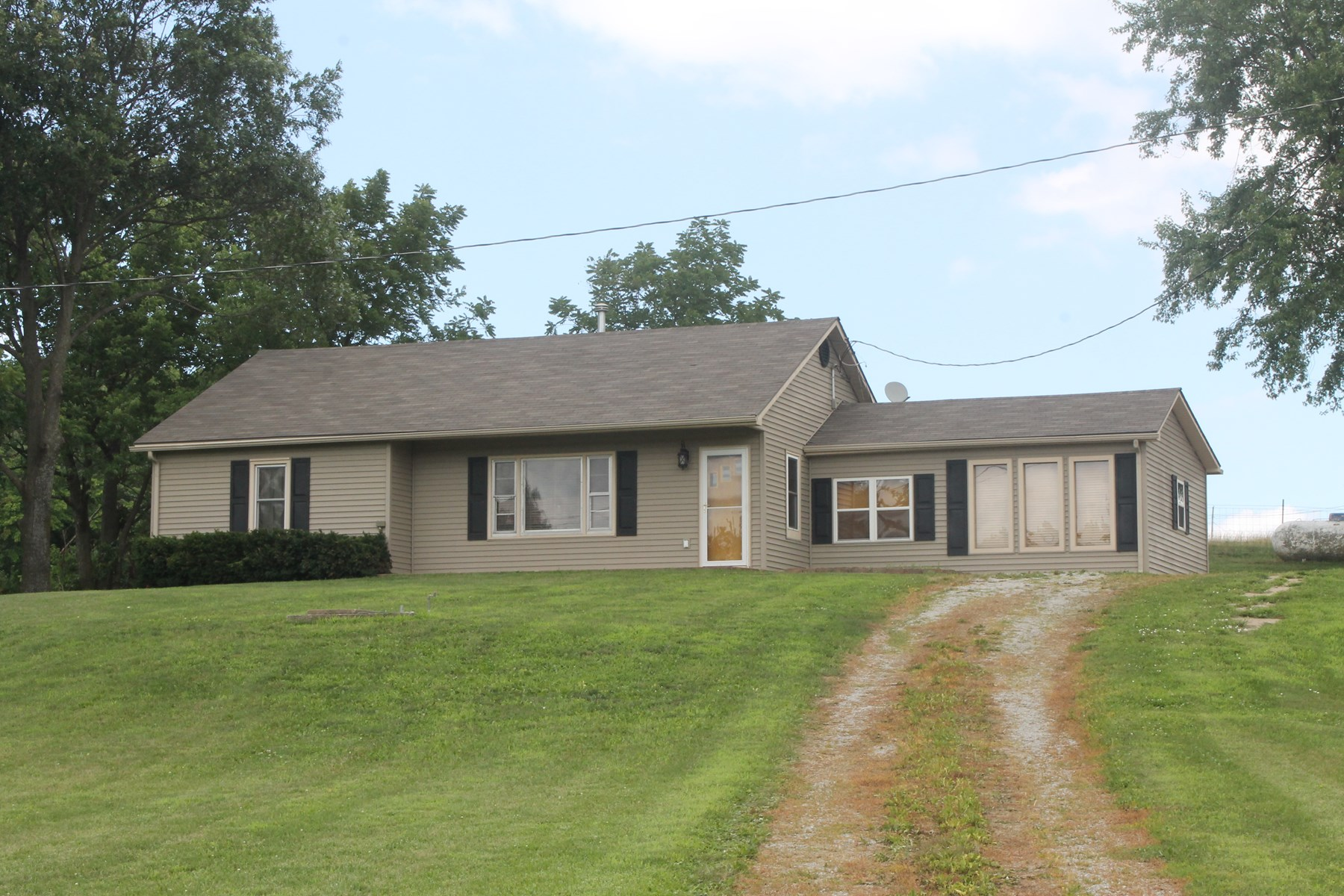 CAMERON MO COUNTRY HOME FOR SALE...NEW PRICE!