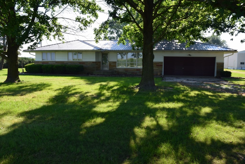 JASPER COUNTY IL, COUNTRY HOME FOR SALE.