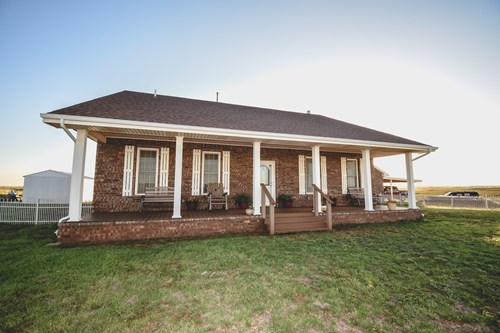 HOME FOR SALE IN SAYRE ON 5 ACRES WITH MOTHER-N-LAW SUITE