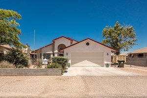 HOME FOR SALE IN KINGMAN ARIZONA WITH RV PARKING