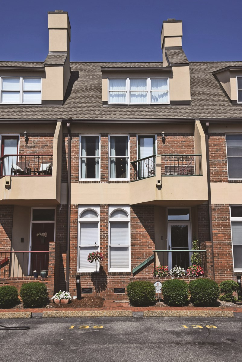 Auction: Condo in Ideal Location