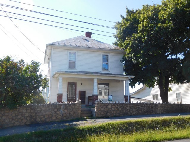 Farmhouse For Sale in Augusta, WV