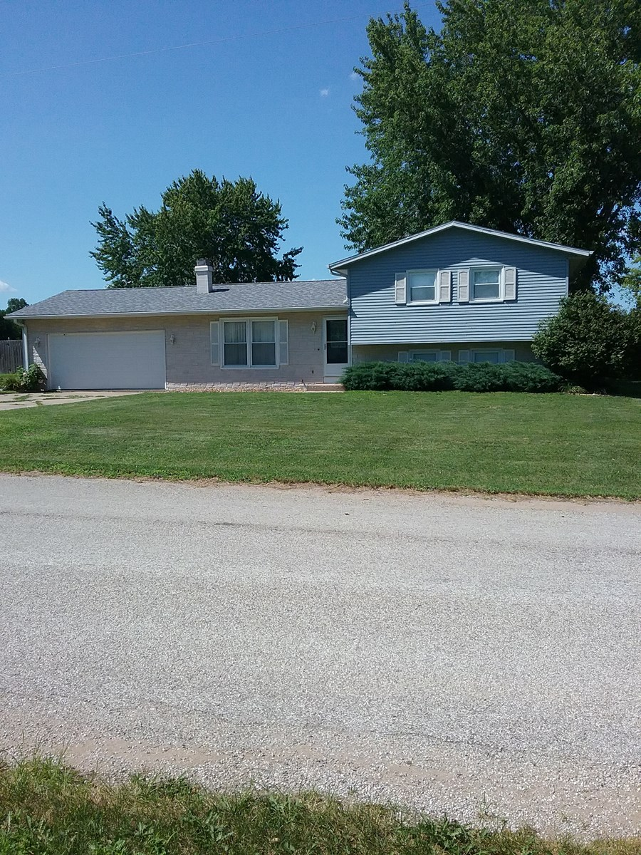 Rural Home For Sale Near Montrose IA