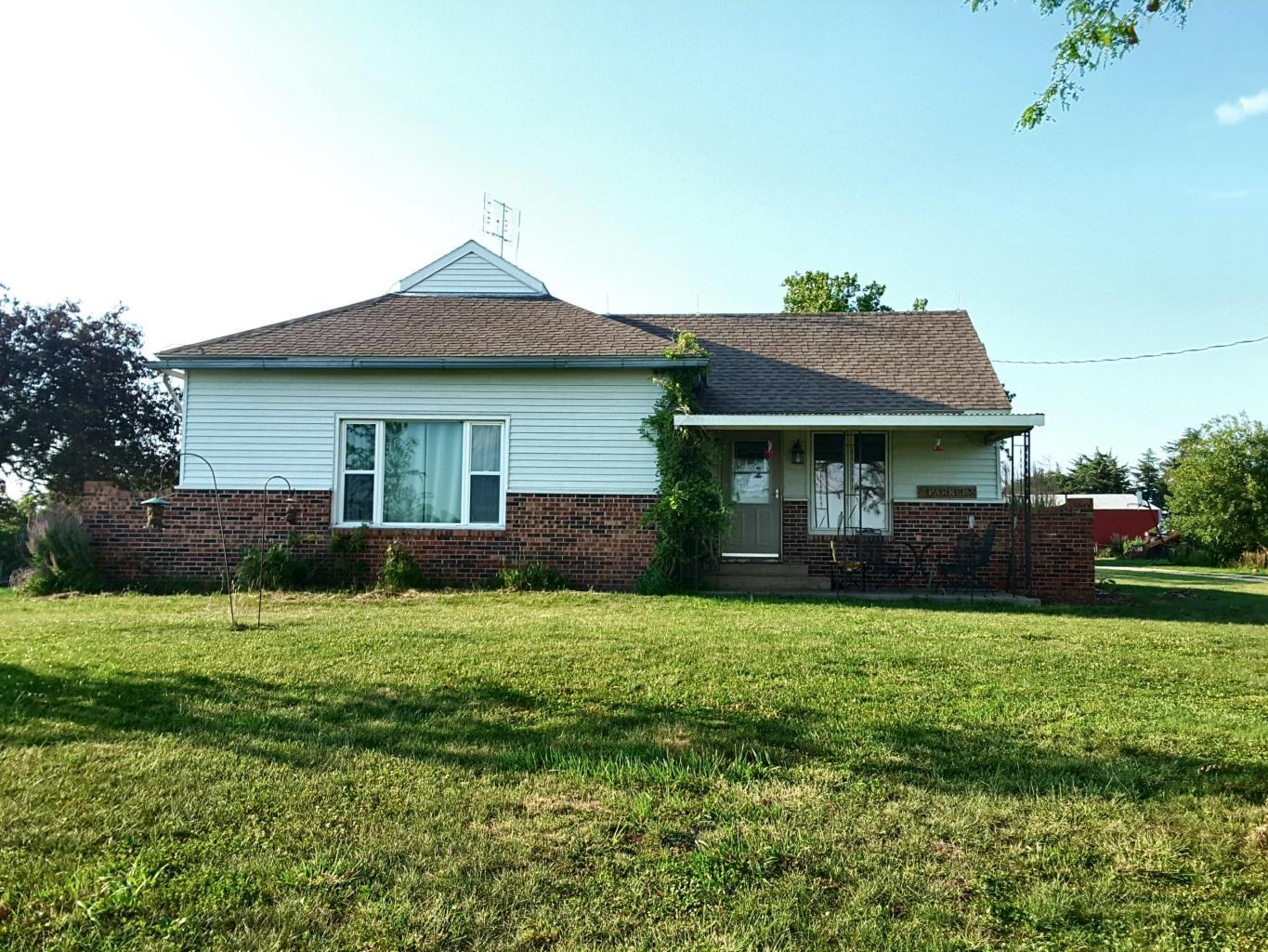 LARGE 2 BEDROOM, 1 BATHROOM HOME IN HOPKINS, MO