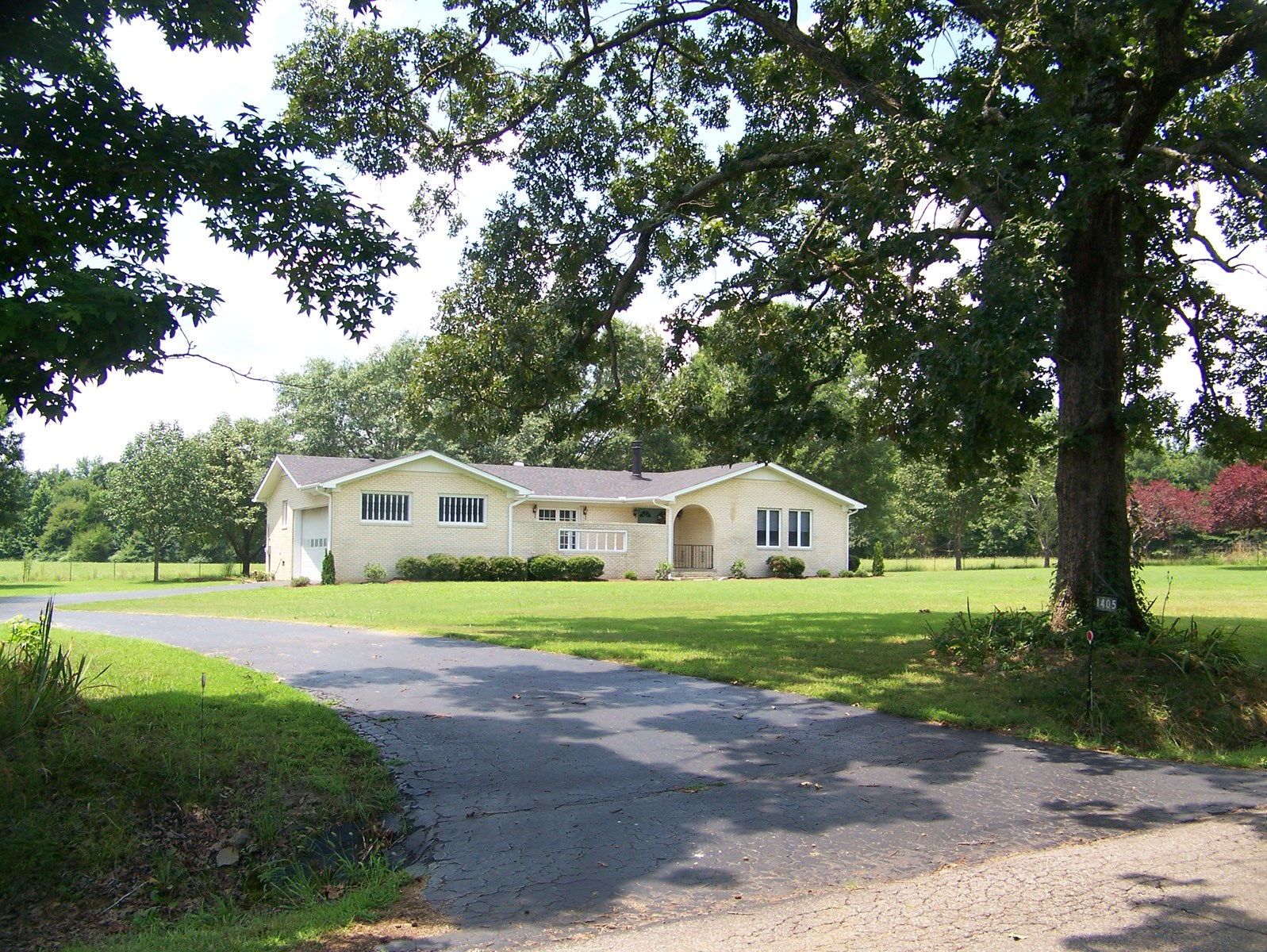 BRICK COUNTRY HOME FOR SALE IN SALTILLO TN, HARDIN COUNTY