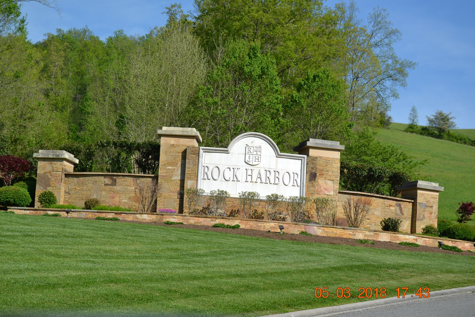 10 Acres in Upscale Subdivision w/ Lake Access in East TN
