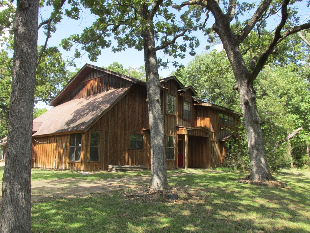 FOR SALE SECLUDED 2 STORY W/HORSE BARN AND 7 AC IN EAST TX