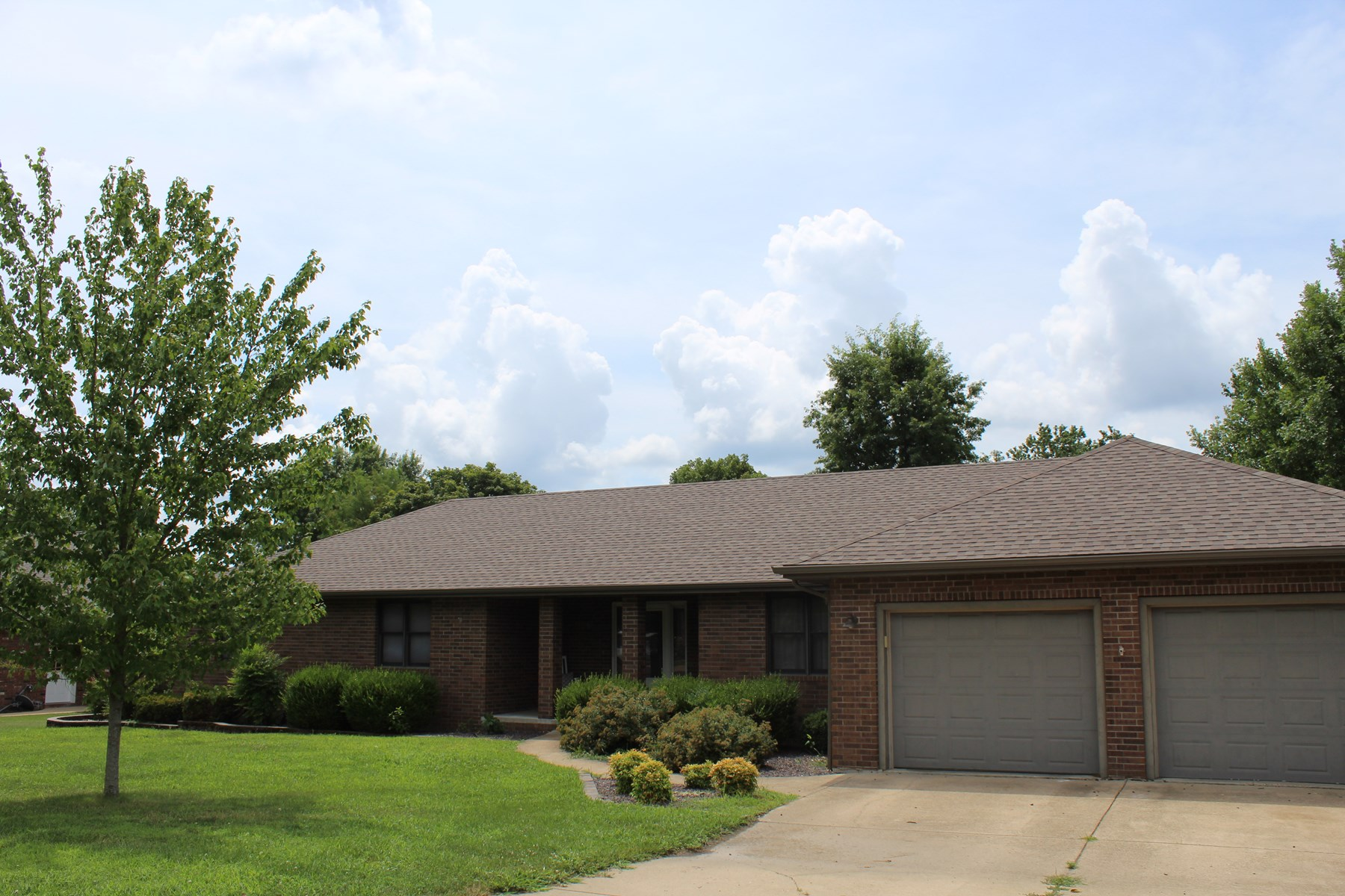 Missouri Ozarks Brick Home For Sale in Mountain Grove, MO