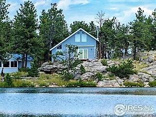 Gorgeous Lakefront Mountain Home