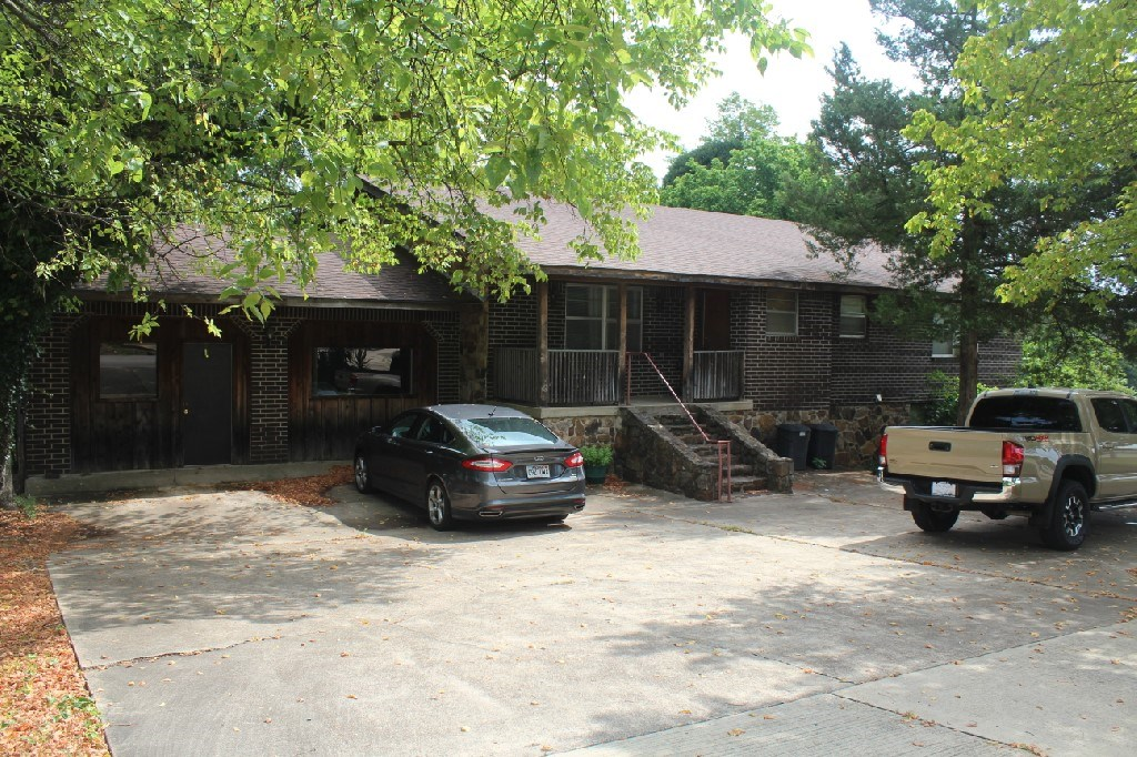 Large Family Home For Sale on Main Street Mtn View AR