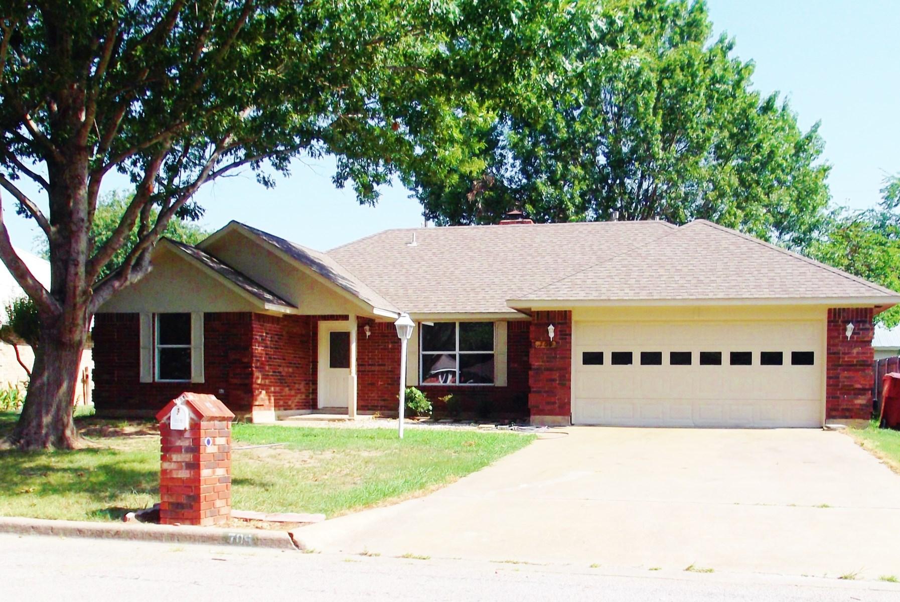 Bonham, TX 3 Bedroom, 2 Bath Brick Home