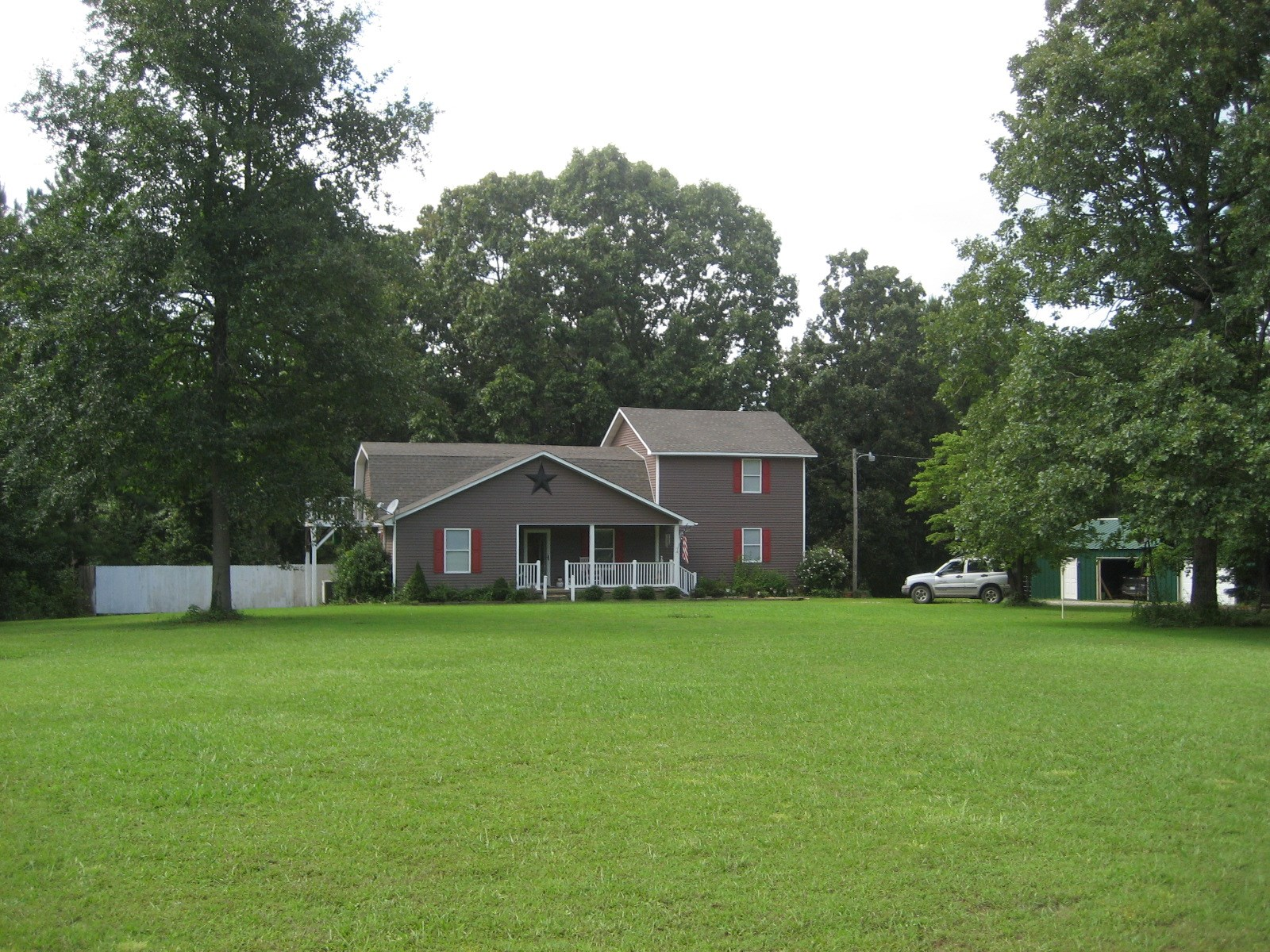 2 STORY COUNTRY HOME FOR SALE IN MCNAIRY COUNTY TN
