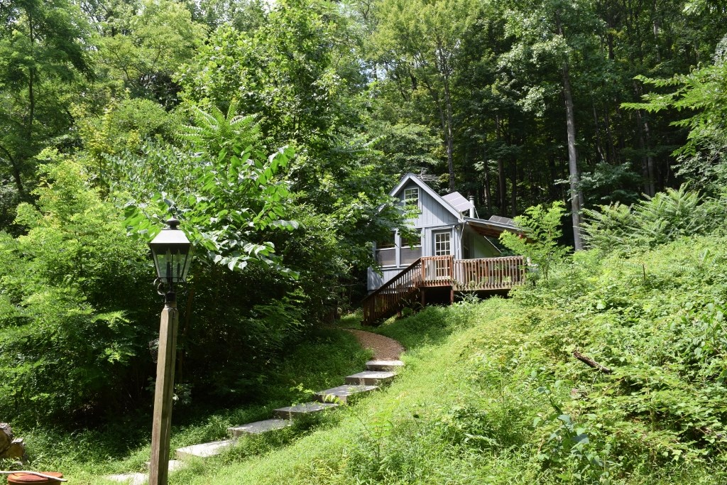 Floyd VA Cabin by the Creek for Sale!