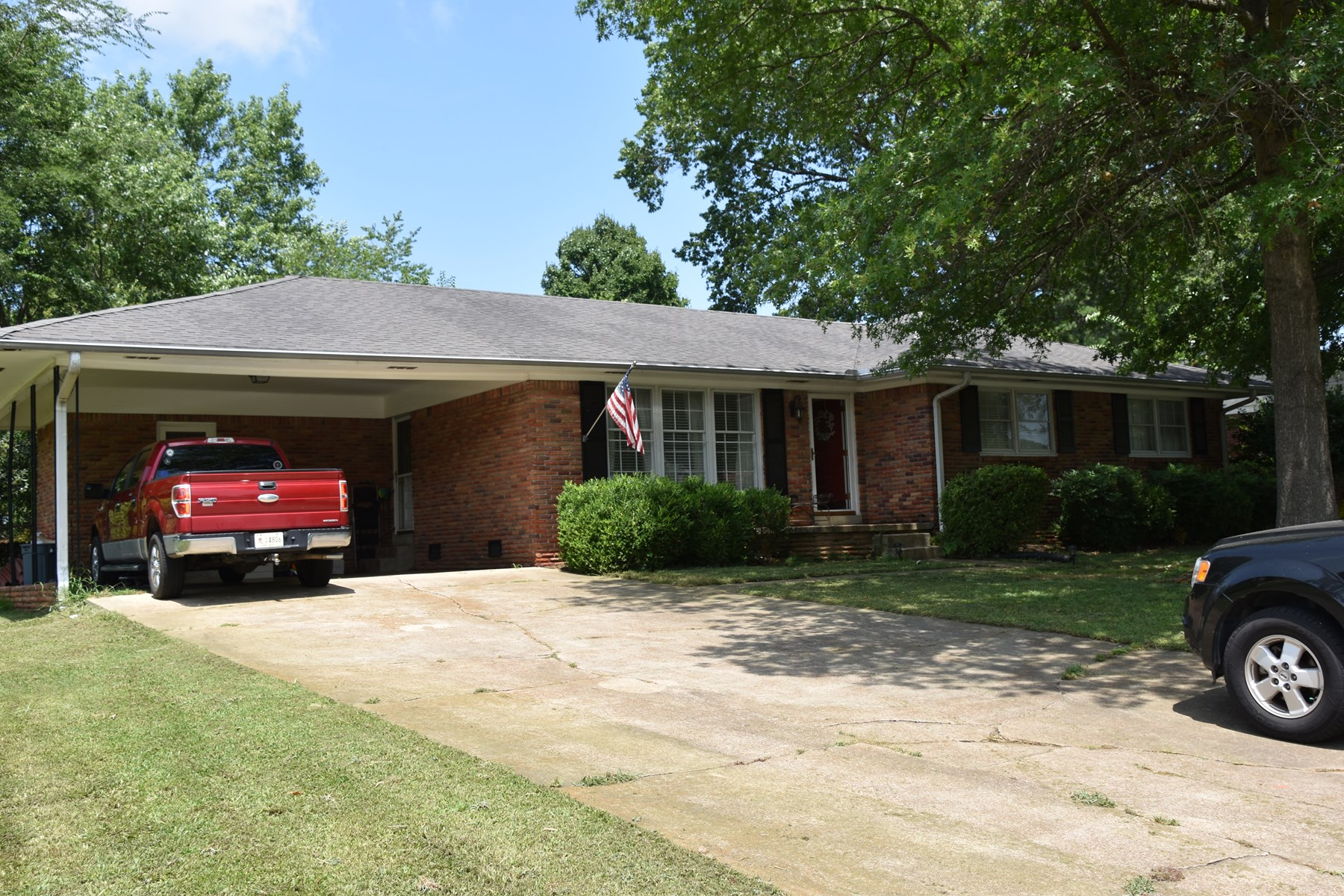 Beautiful 3 Bedroom 2 Bath home in quiet neighborhood.