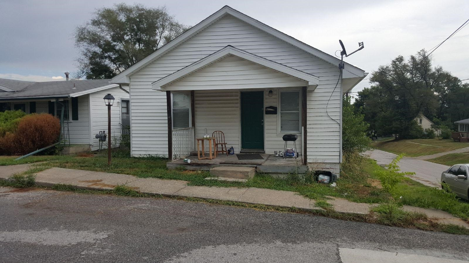 Home in Town For Sale, Rental or Starter Home in Fayette, MO
