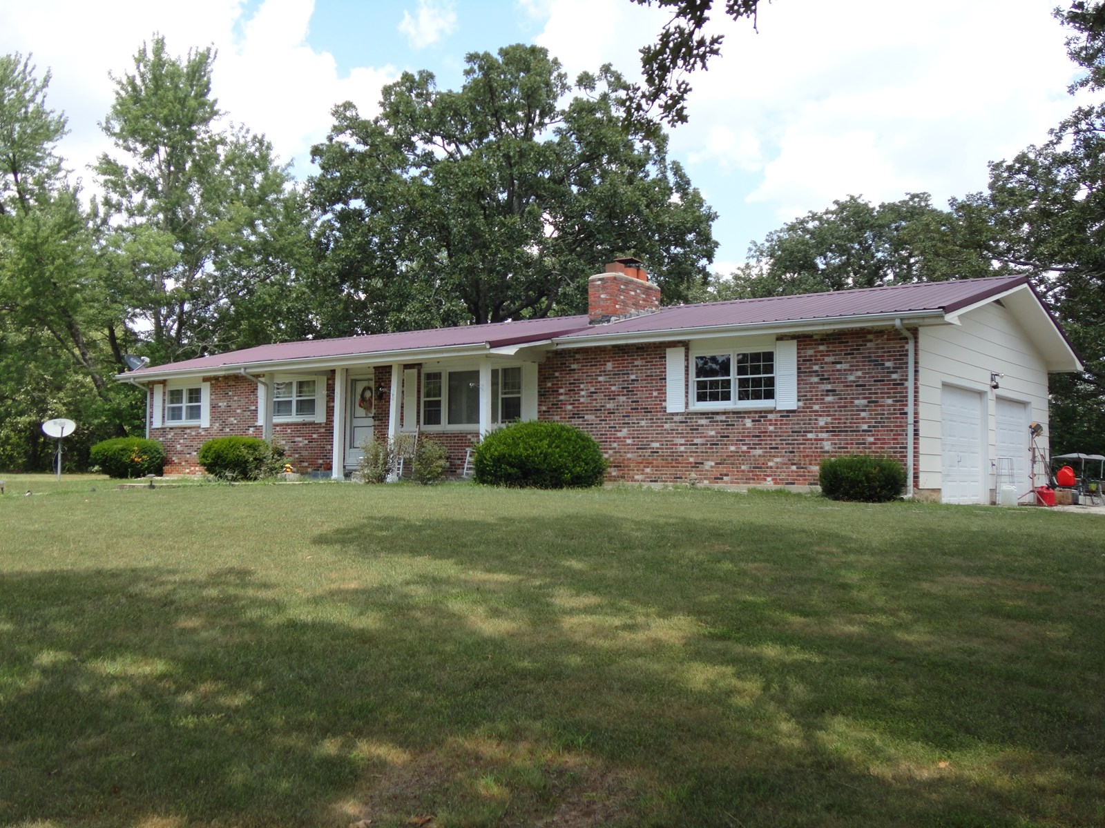 Attractive Ranch with 18.3 acres near Salem Missouri!