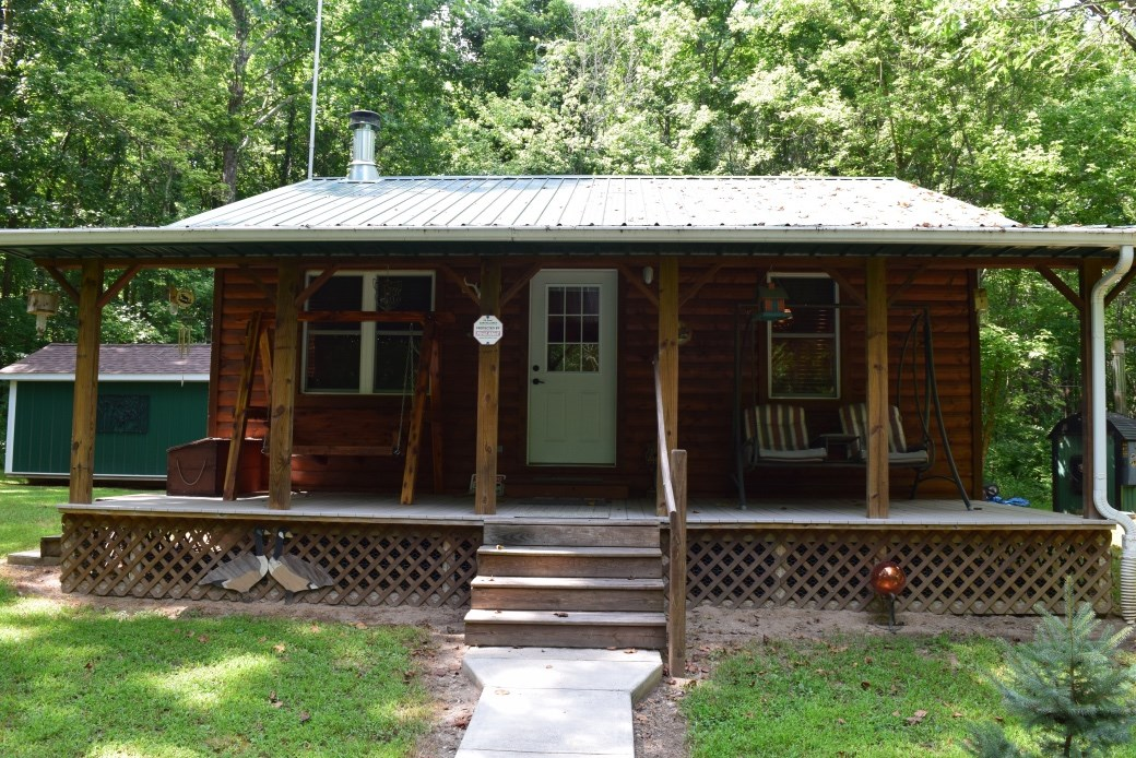 COUNTRY LIVING! Cozy one bedroom cabin on 23 acres.