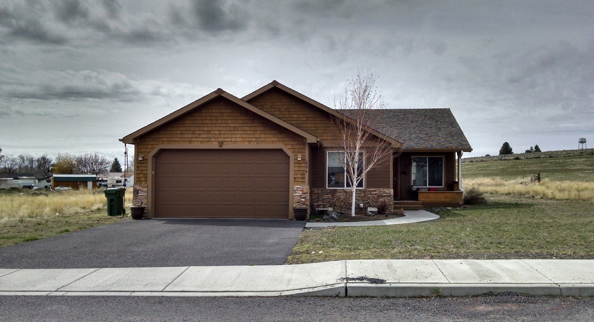 NEWER HOME IN HINES OR FOR SALE