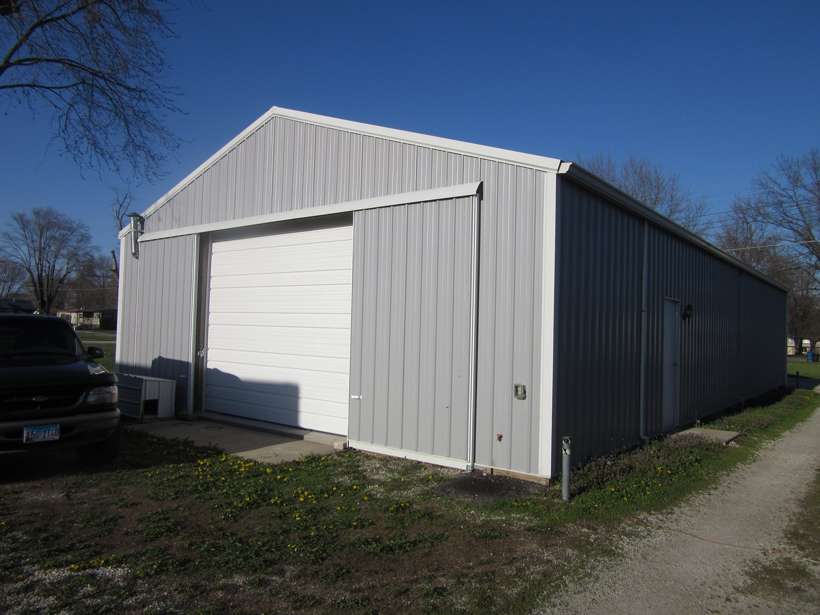 30x60 pole barn on 48x122' lot. Heated, insulated, 1/2 bath.