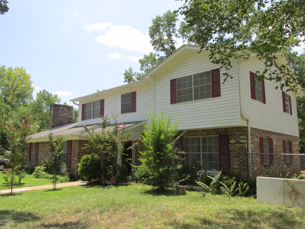 2 STORY HOME FOR SALE IN QUIET SUBDIVISION IN PALESTINE TX