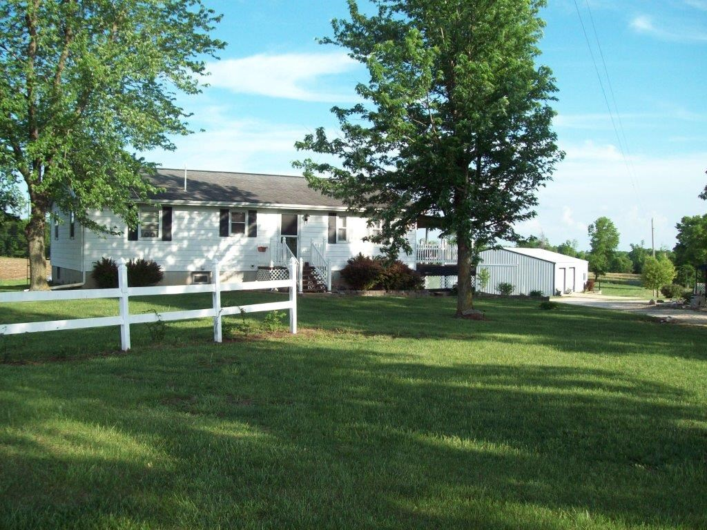 Country Home 3 BR, 2 BA near Wellsville, MO Montgomery Co.