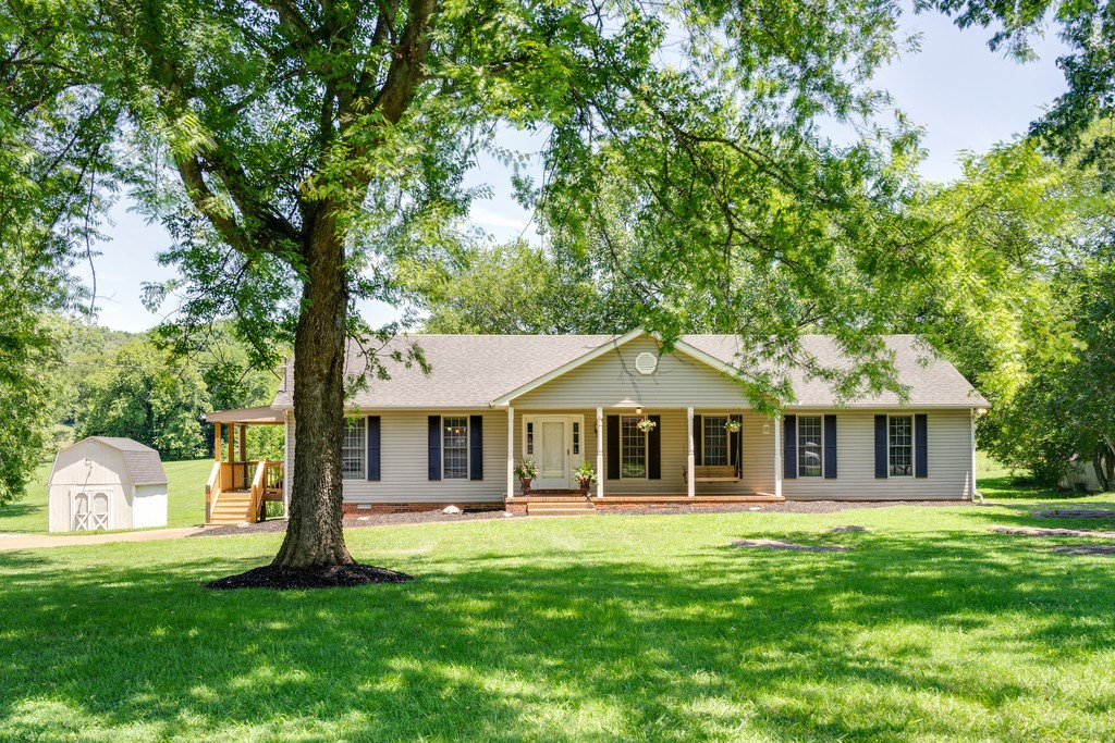 Culleoka, Tennessee Maury County Country Home with Acreage