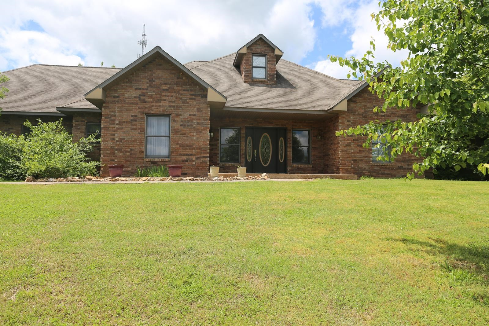 Custom Brick Home for Sale in West Plains, MO., 6.75 Acres