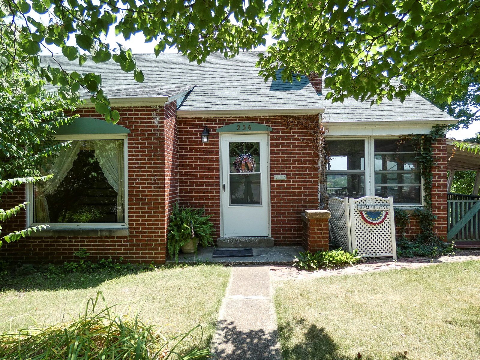 Fifties Style Home For Sale in Hermann, Missouri