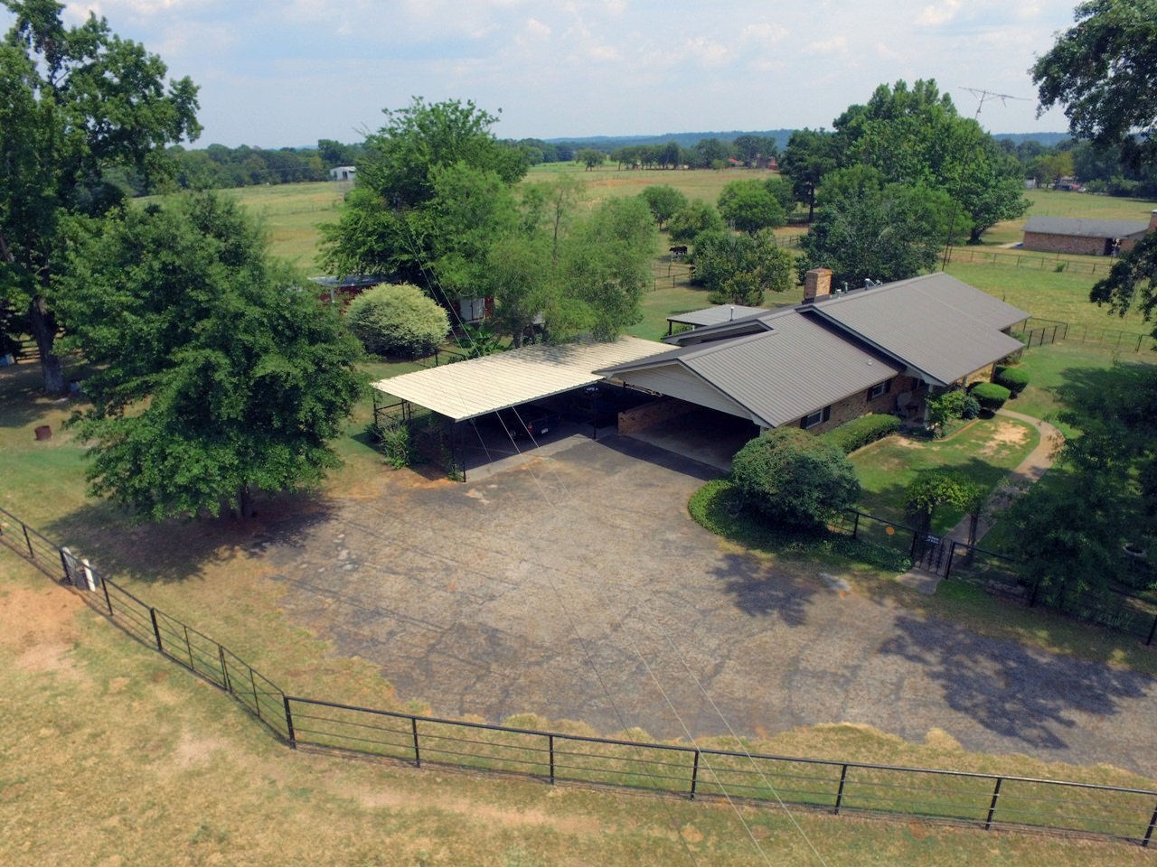 EAST TX COUNTRY HOME & ACREAGE FOR SALE   RANCH PROPERTY