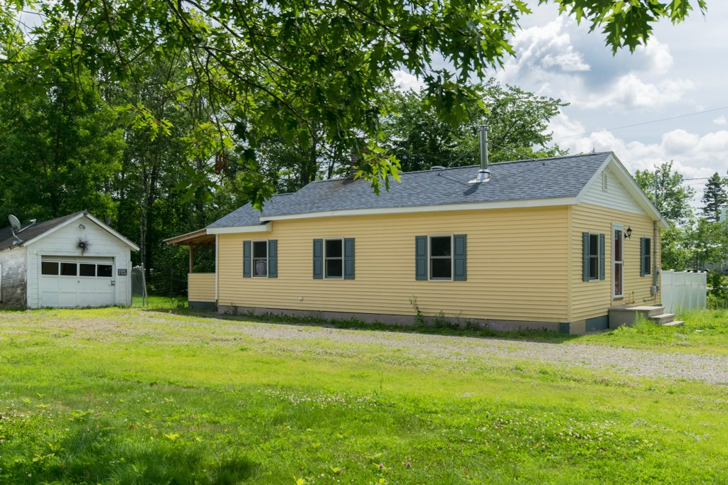 Maine Country Home for Sale in West Enfield