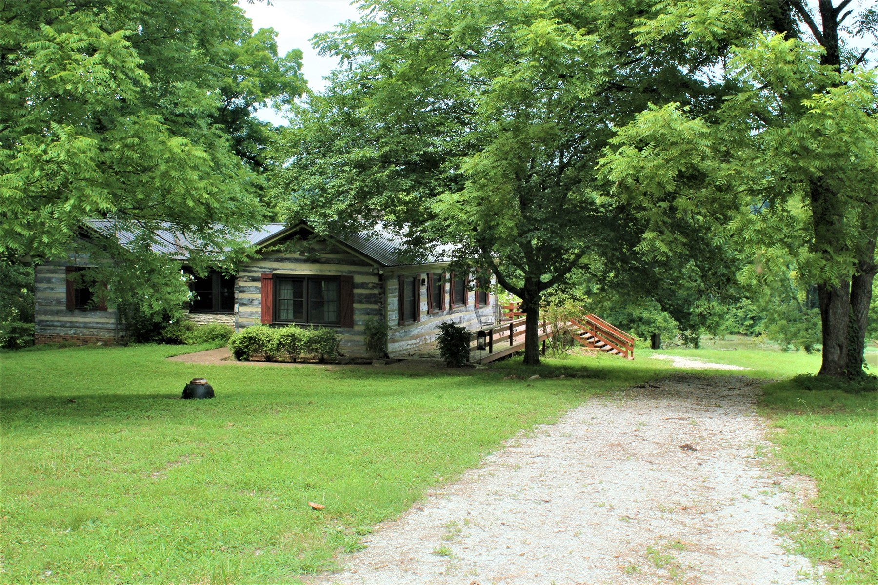 Log home Duck river frontage stock pond acreage for sale TN