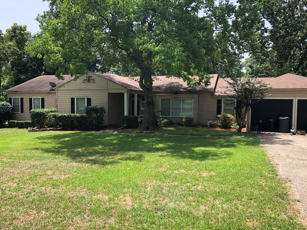 COTTAGE HOME IN PALESTINE CITY LIMITS FOR SALE
