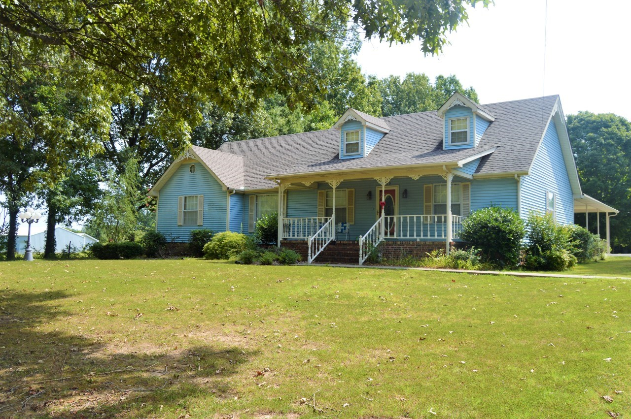 Country Home for Sale in Town - 5BR / 3BA - Bradford, TN